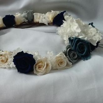 guirlanda-branca-e-azul-de-flores-naturais-preservadas-coroablue