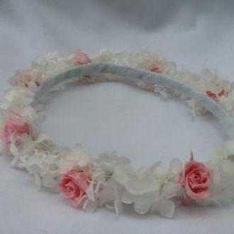 guirlanda-rosinhas-cor-de-rosa-e-hortensia-branca-coroa-daminha-cor-unica