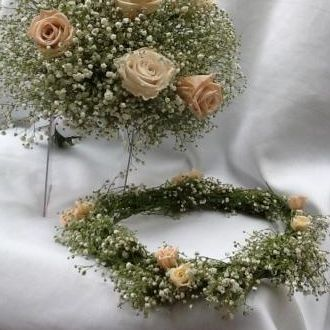 guirlanda-tiara-e-buque-de-mosquitinho-com-flores-naturais-preservadas-cor-unica