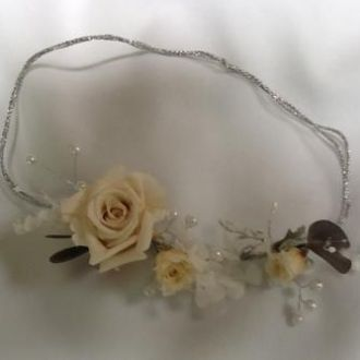 guirlanda-tiara-perolas-e-flores-naturais-preservadas-headbandwhitebranco