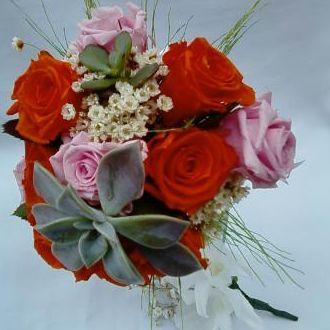 mini-bouquet-rosas-laranja-e-cor-de-rosa-naturais-preservadas-e-suculentas-buqueorange