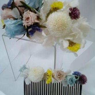 pente-de-cabelo-e-corsage-de-flores-preservadas-cor-unica