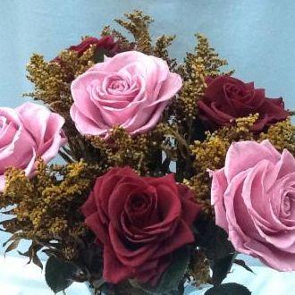 rosas-vinho-e-rose-em-vaso-de-cristal-cor-unica