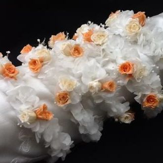 tiaras-daminhas-cor-laranja-salmao-e-off-white-de-flores-naturais-preservadaslight-orange