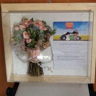 bouquet-desidratado-cravos-e-rosas-no-quadro-cor-unica