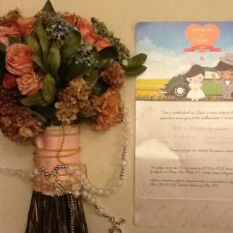 bouquet-desidratado-cravos-rosas-buque-cor-unica