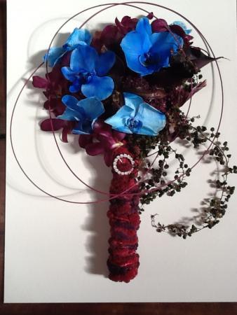bouquet-desidratado-orquideas-dendrobium-vinho-callas-vinho-e-phalaenopsis-azuisburgundy