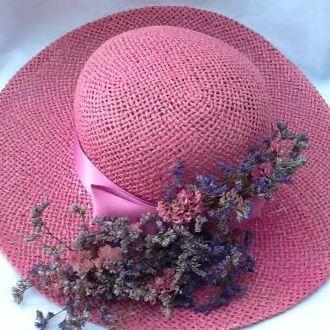 chapeu-com-flores-desidratadas-cor-unica