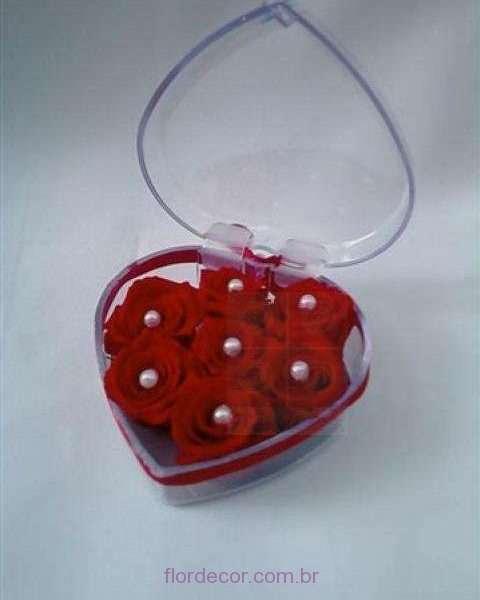 flor+de+cor+porta-joias-com-rosas-vermelhas-naturais-preservadas+