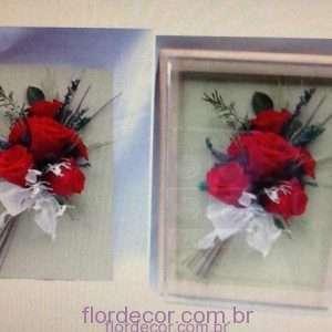 flor+de+cor+rosas-vermelhas-naturais-preservadas-em-quadro-20-x-25+arranjo-de-rosas-no-quadro-de-20-x-25