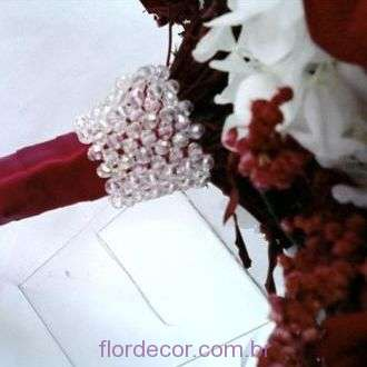 acabamento-de-bouquet-com-cristais+-cor-unica