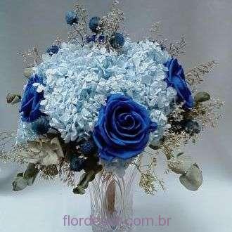 arranjo-hortensias-e-rosas-naturais-preservadas+blue