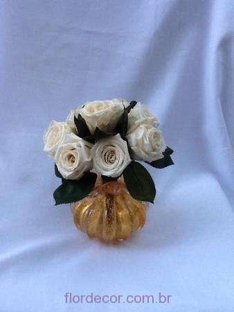 arranjo-rosas-brancas-e-folhas-naturais-preservadas+whitebranco