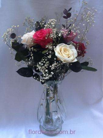 arranjo-rosas-naturais-preservadas-e-mosquitinho+-cor-unica