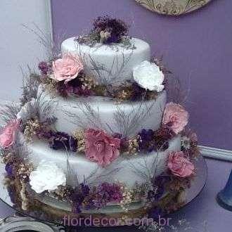 bolo-com-flores-preservadas-e-desidratadas+-cor-unica