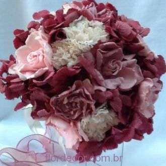bouquet-de-gardenias-rose-e-cravos-champagne-preservados-buque+-cor-unica