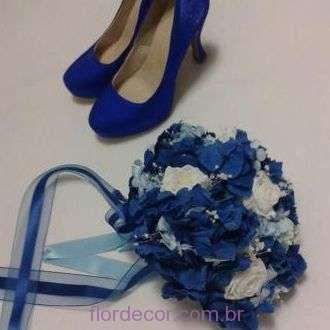 bouquet-hortensia-azul-rosas-brancas-e-mosquitinho-naturais-preservadas-buque+blue