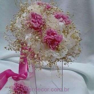 bouquet-hortensia-e-cravos-naturais-preservados-buque+-cor-unica
