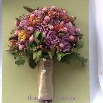 bouquet-rosas-lisiantos-e-mini-flores-desidratadas-buque-desidratado+-cor-unica