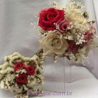 bouquet-rosas-naturais-preservadas-e-estatices-desidratadas-buque+-cor-unica