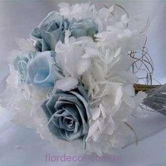 bouquet+hortensias+brancas+minicopos+de+leite+azuis+e+rosas+azuis+preservadas+light+blue