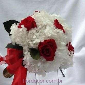 buque-flores-preservadas-vermelho-e-branco+-cor-unica