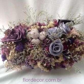 centro-de-mesa-roxo-e-lilas-de-flores-naturais-preservadas+-cor-unica