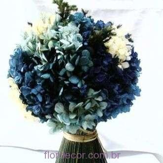 feixe-centro-de-mesa-de-hortensias-azuis-desidratadas-e-porta-guardanapos+blue
