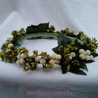 guirlanda-branca-e-verde-flores-desidratadas-e-folhas-naturais-preservadas-coroa+whitebranco