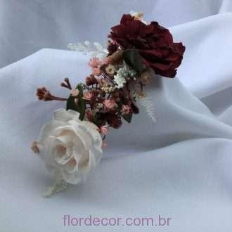 arranjo de flores preservadas para cabelo nas cores champagne e marsala
