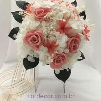 Buquê de flores preservadas tom rosa coral